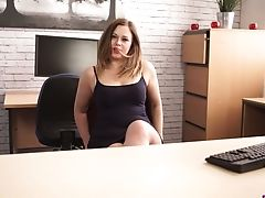 Bootyful Office Clerk Anna Joy Has A Good Idea To Masturbate At Work