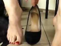 """dark-haired In Pantyhose Fellates Her Own Toes"""