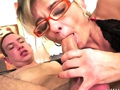 Mummy Luvs Dude's Meaty Stiff Snake In Her Delicious Mouth