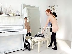 Voluptuous Ginger Honey Alison Fox Shows Off Her Nude Petite Bod